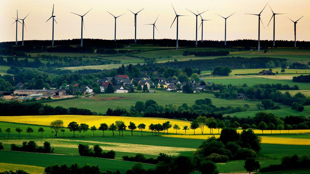 Le parc éolien allemand de Schöneseiffen, situé non loin de la frontière belge. [Oliver Berg - Keystone]