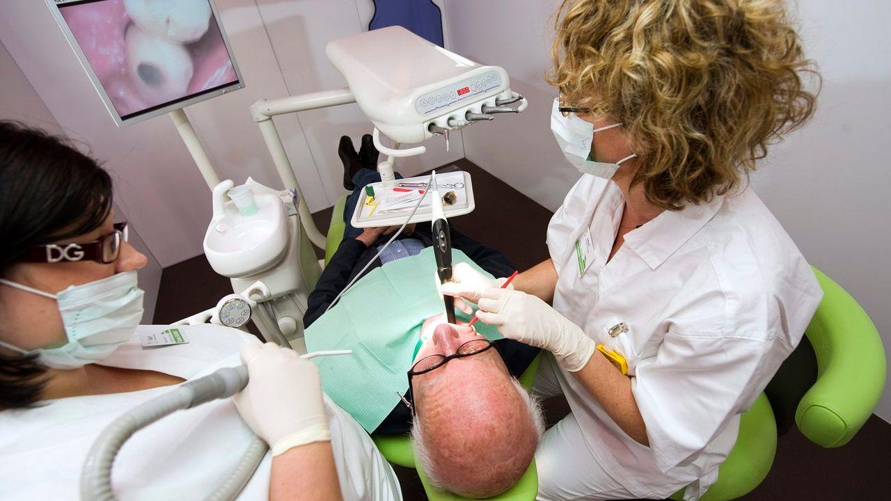 L'hygiène dentaire des résidents des EMS est misérable, selon une étude. [Laurent Gillieron - Keystone]