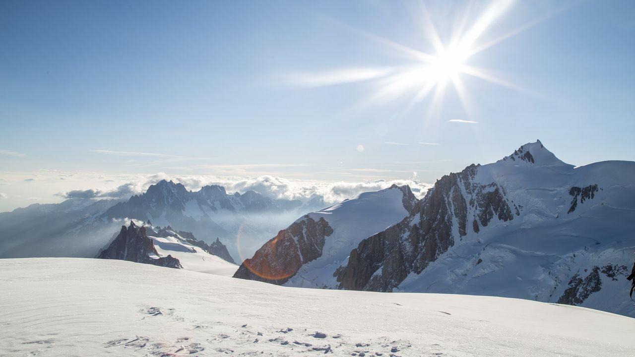Le soleil sur les montagnes enneigées pourrait être le futur de l'énergie solaire. Mykhailo Fotolia [Mykhailo - Fotolia]