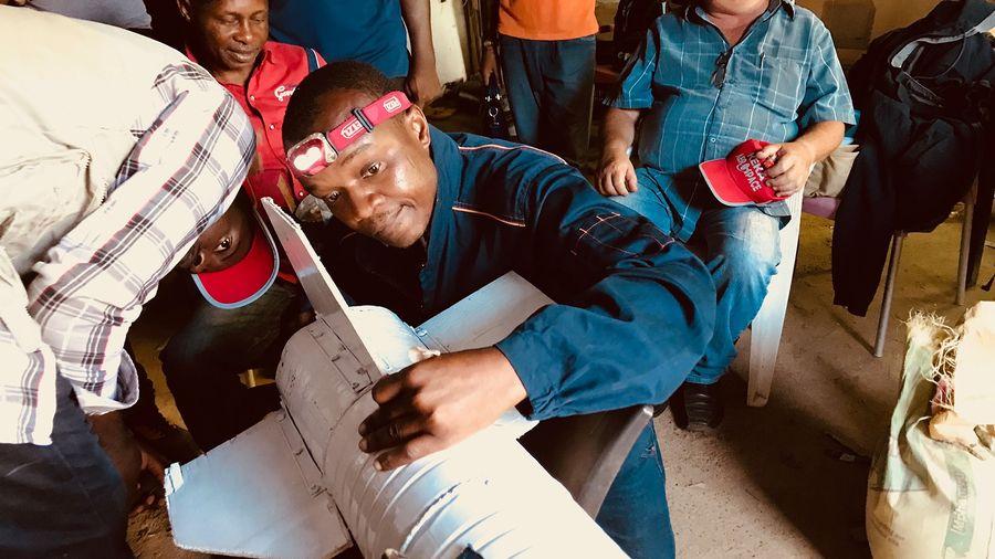 Connexion des moteurs d'une fusée d'essai Tropotest, dans le cadre du programme spatial de la République démocratique du Congo (RDC).
