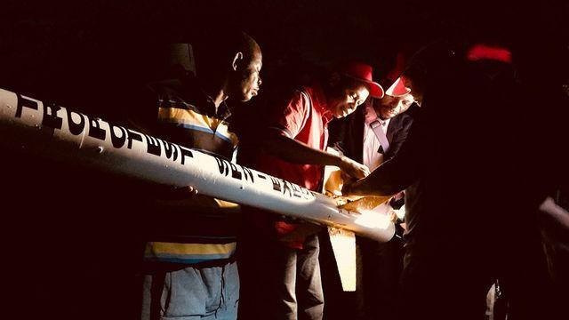Préparation d'une fusée d'essai Tropotest, dans le cadre du programme spatial de la République démocratique du Congo (RDC). [Christian Denisart]
