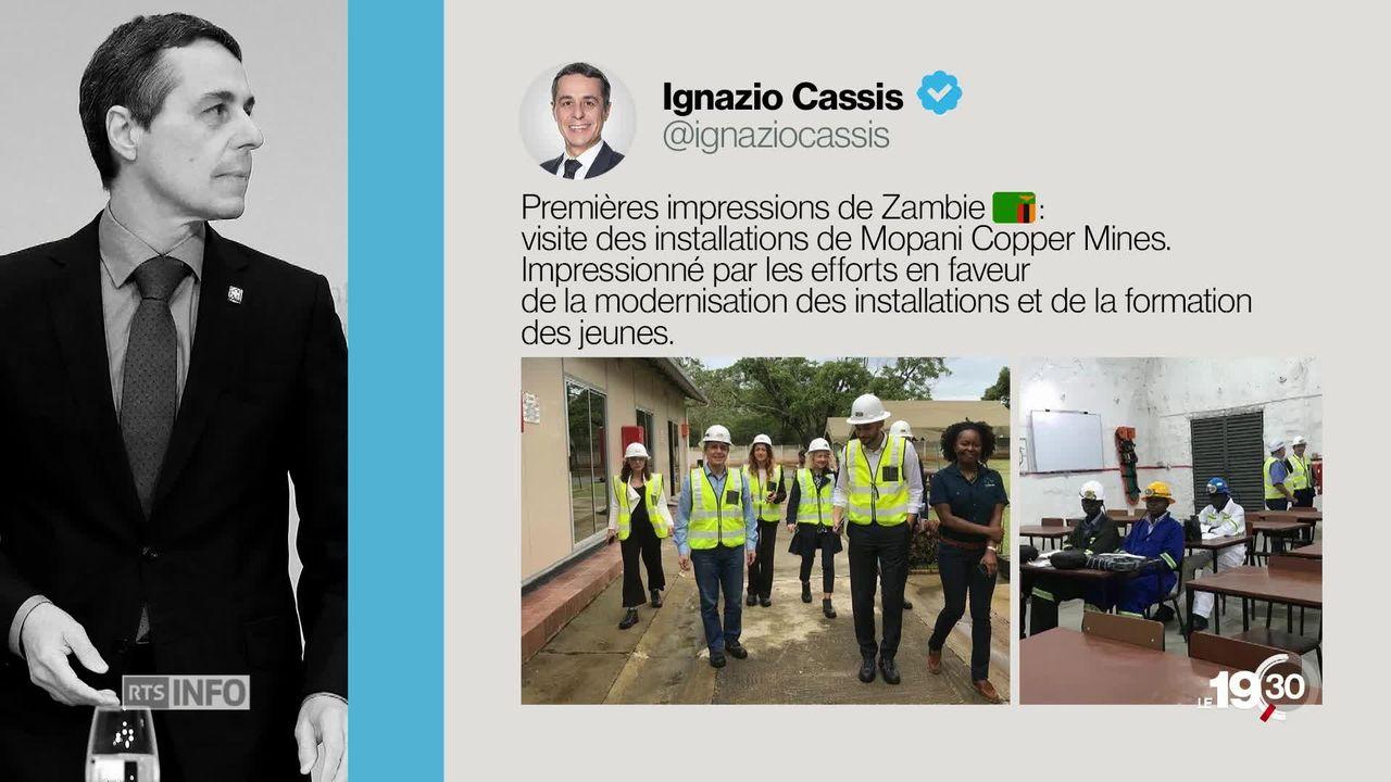 En visite chez Glencore en Zambie, Ignazio Cassis complimente l'entreprise controversée et crée la polémique [RTS]