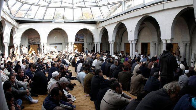 La grande prière du vendredi à la Mosquée de Genève. [Martial Trezzini - Keystone]