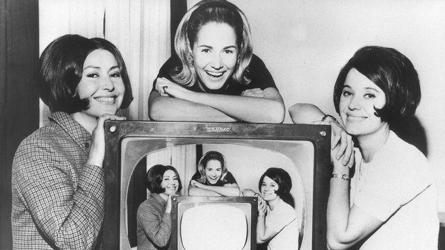 Les speakerines Madeleine, Marie Claude et Lyliam (de gauche à droite), en 1965. [RTS]