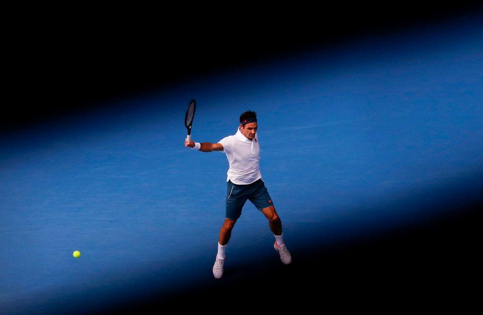 Roger Federer affrontera Taylor Fritz en début d'après-midi vendredi. [Lynn Bo Bo - Keystone]