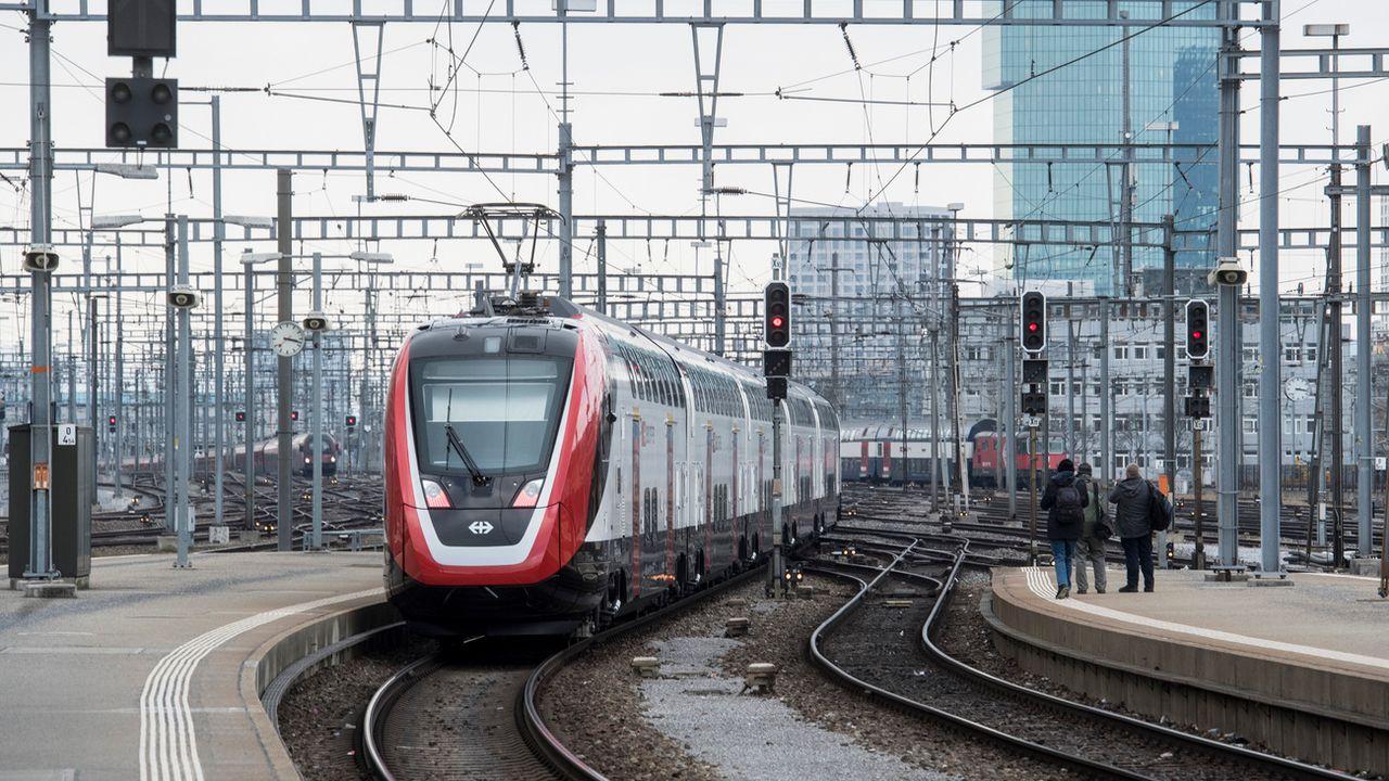 Un train FV-Dosto au départ de Zurich, en février 2018. [ENNIO LEANZA - KEYSTONE]