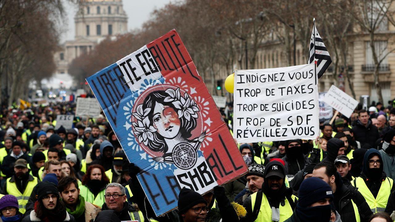 Dixième samedi consécutif de manifestation nationale pour les gilets jaunes, ici à Paris. [Christophe Petit Tesson - Keystone/epa]