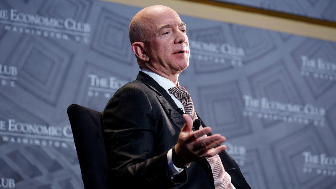 Jeff Bezos est l'homme le plus riche du monde avec une fortune de 112 milliards de dollars. [Joshua Roberts - REUTERS]