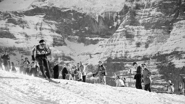 Roger Staub lors de la descente du Lauberhorn en 1955. [Photopress-Archiv STR - Keystone]