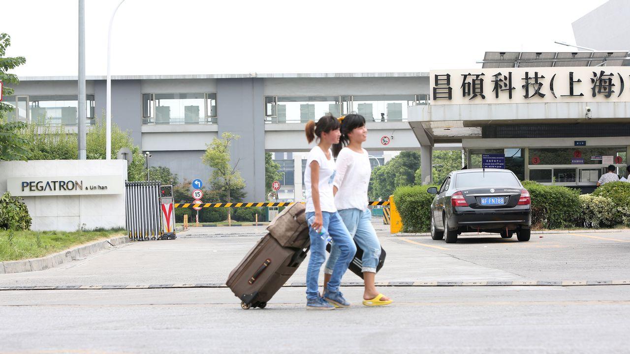 De nombreux ouvriers ont quitté l'usine du sous-traitant d'Apple Pegatron, près de Shanghai, en raison d'une baisse des commandes. [Zhou Junxiang - AFP]