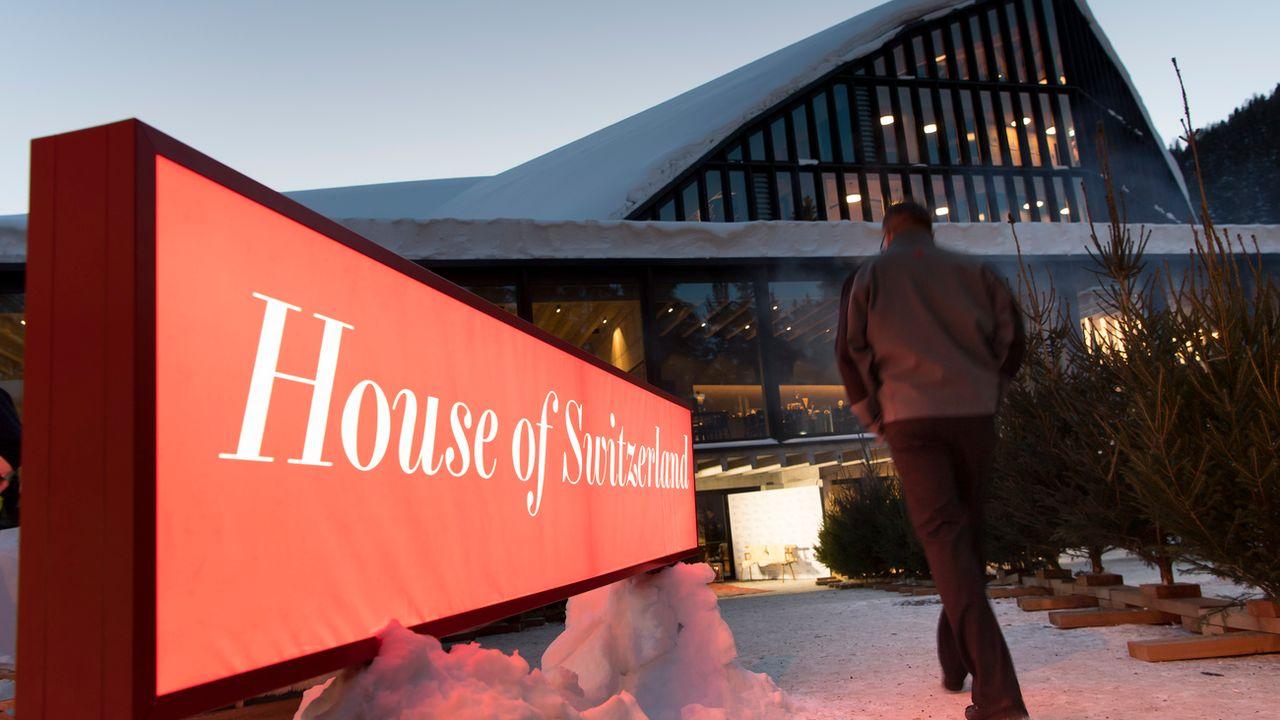 La première Maison Suisse du Forum économique mondial a élu domicile dans la patinoire du HC Davos. [Keystone]