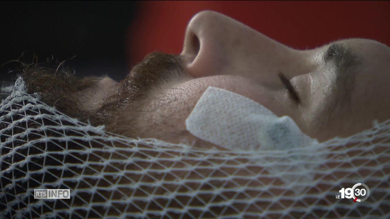 Le bercement favorise le sommeil du bébé. C'est vrai aussi pour l'adulte. [RTS]