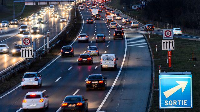 La croissance démographique et lʹexpansion économique prévues en Suisse dʹici à 2040 laissent entrevoir une forte progression du transport. [Jean-Christophe Bott - Keystone]