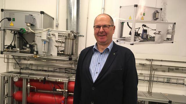 Andreas Züttel, directeur du laboratoire des matériaux pour l'énergie renouvelable de l'antenne EPFL de Sion. [Jean De Preux]