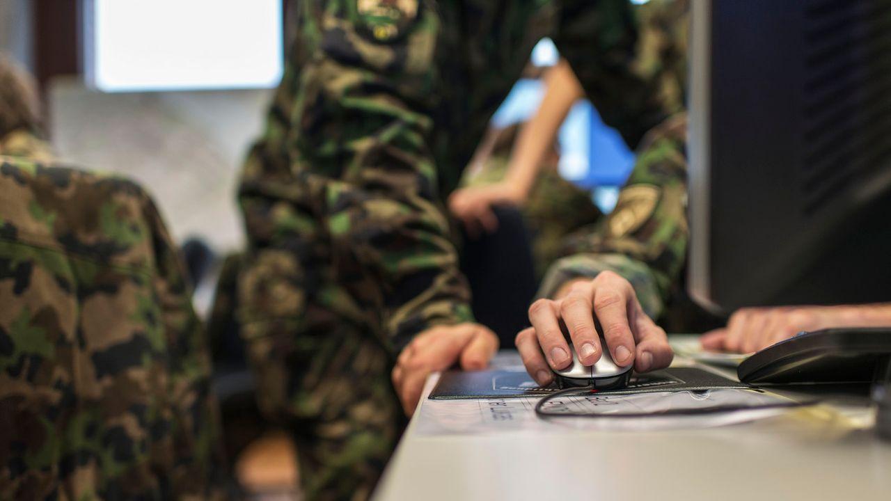 Face à la hausse des cyberattaques, l'armée doit mieux se protéger (image d'illustration). [Christian Beutler - Keystone]
