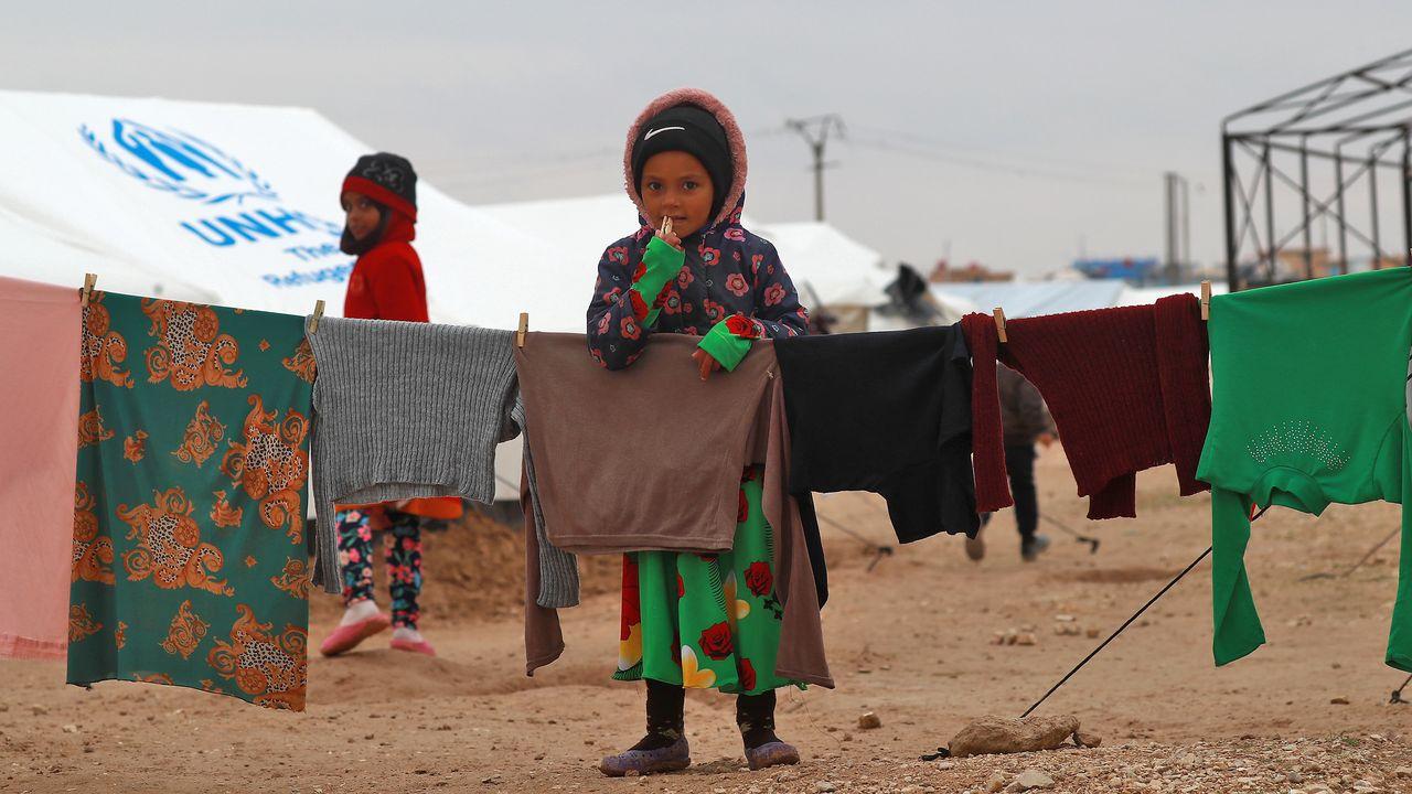 Les enfants souffrent du froid dans le camp d'al-Hol, dans le nord-est syrien. [Delil Souleiman - AFP]