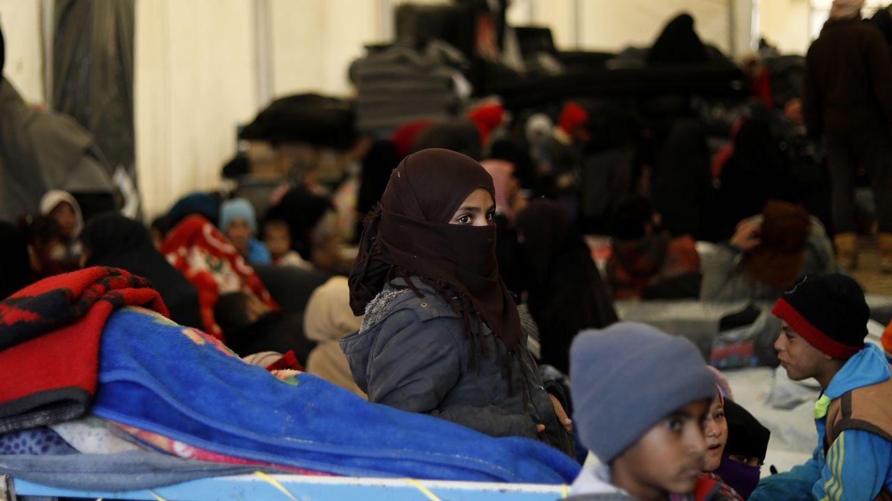 Les réfugiés souffrent du froid dans le camp d'al-Hol, dans le nord-est syrien. [Delil Souleiman - AFP]