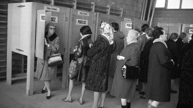Des femmes votent en Suisse romande en 1970. [STR - Keystone]