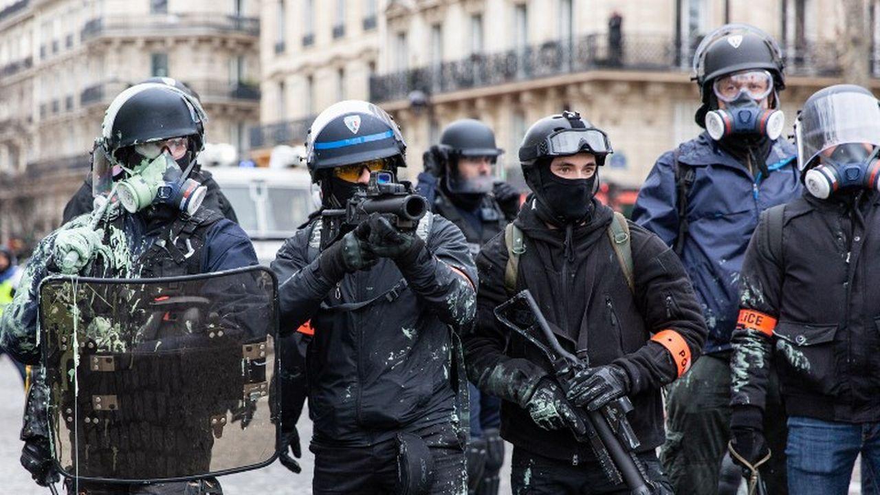 Les policiers en France garderont le droit d'utiliser des LBD, armes qui permettent de tirer des balles en caoutchouc. [Ilan Deutsch / Hans Lucas - AFP]