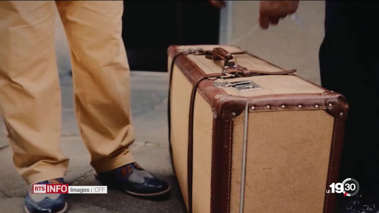 Enquête: un bagage sur deux confiés aux CFF est acheminé par la route. [RTS]