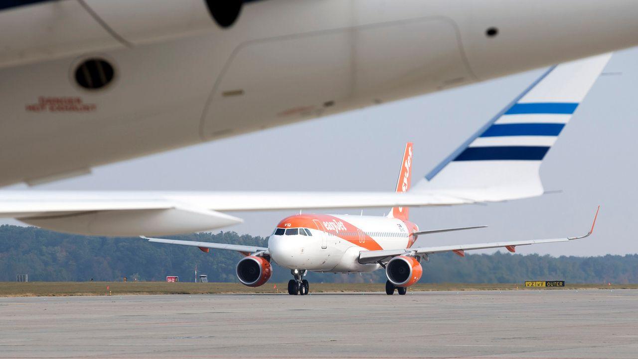 Les collégiens fribourgeois lancent une pétition pour interdire l'avion dans les voyages d'étude. [Salvatore Di Nolfi - Keystone]