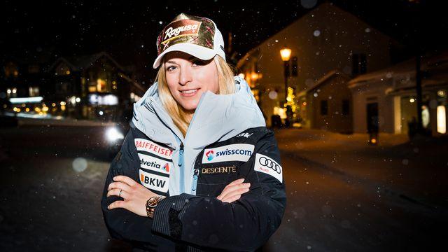 Lara Gut prend la pose sous la neige. [Jean-Christophe Bott - Keystone]