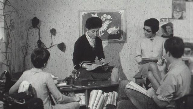 Réunion de l'équipe de rédaction de la revue Femina en 1966. [RTS]