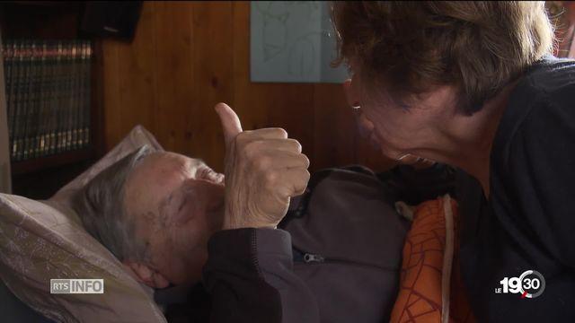 Mourir à la maison: la demande pour des soins palliatifs adaptés est de plus en plus forte. [RTS]