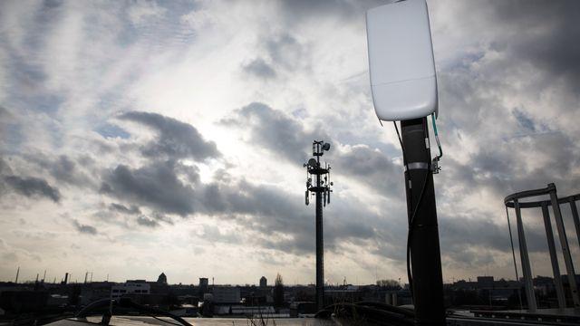 Une antenne 5G sur un toit. [Christian Charisius/DPA - Keystone]