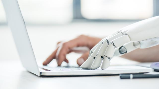 Nouvelles fraîches des robots-journalistes. [Igor Vetushko - Depositphotos]