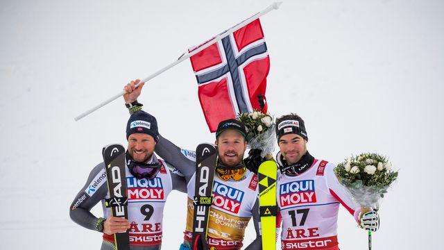 Jansrud (au centre) a su tirer son épingle du jeu dans des conditions de course difficiles. [Jean-Christophe Bott - Keystone]