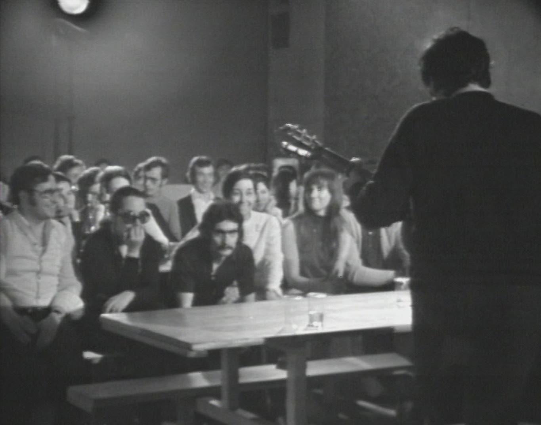 Le mât de Cocagne, un groupe de jeunes travailleurs espagnols (2)