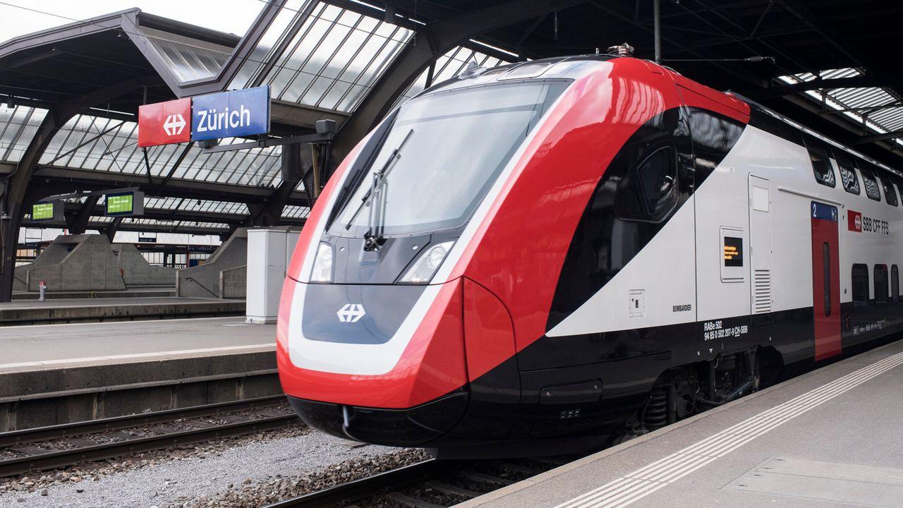 Les nouveaux trains à deux étages ont rencontré un grand nombre de problèmes. [Ennio Leanza - Keystone]