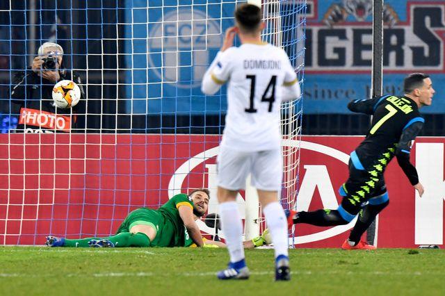 Callejon reprend un centre de Malcuit. Naples mène 2-0 après un peu de 20 minutes de jeu. [Walter Bieri - Keystone]