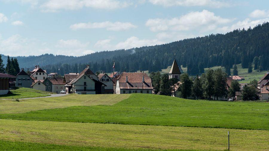 Avec la probable suppression de la valeur locative, l'accès à la propriété individuelle sera plus difficile (image prétexte du village de La Brévine).