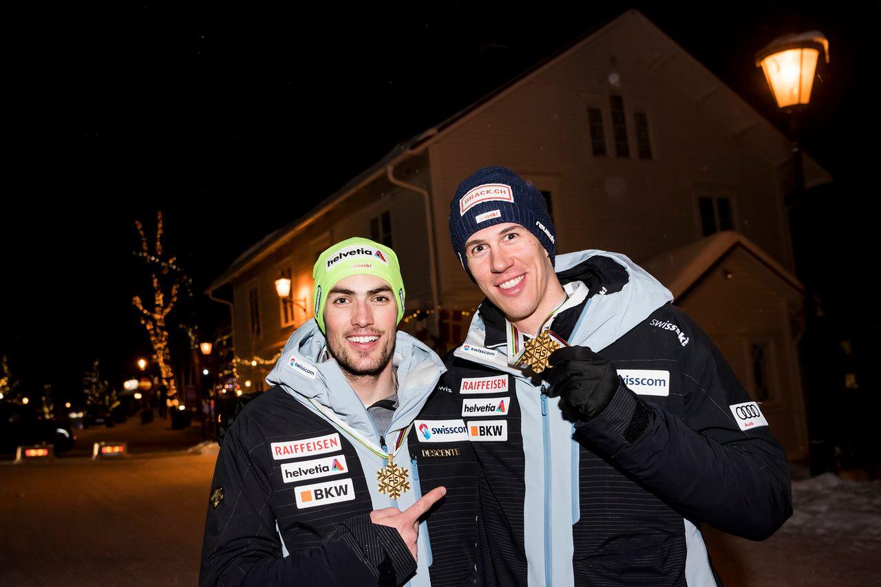 Daniel Yule et Ramon Zenhäusern ont décroché l'or lors du Team Event. [Jean-Christophe Bott - Keystone]