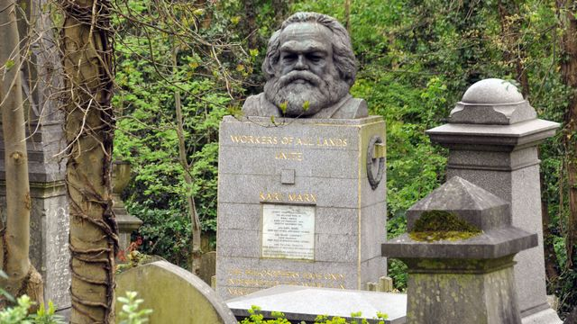La tombe de Karl Marx au cimetière de Highgate à Londres avant qu'elle ne soit vandalisée. [Cordula Donhauser - DPA/Keystone]
