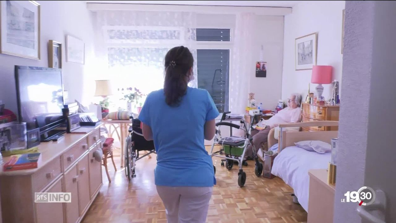 Selon un sondage d'Unia, la moitié du personnel soignant souhaite jeter l'éponge. [RTS]
