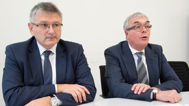 Charles Juillard (gauche), président de la conférence des directeurs des Finances. [Anthony Anex - Keystone]