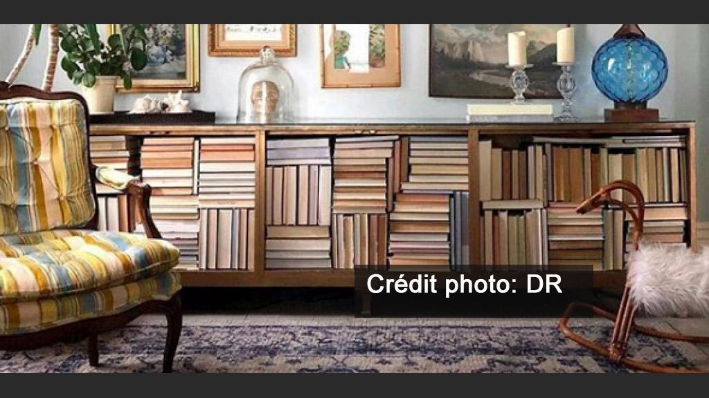 ranger ses livres l 39 envers la nouvelle tendance sur. Black Bedroom Furniture Sets. Home Design Ideas