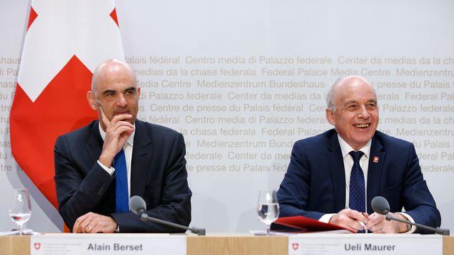 Les conseillers fédéraux Alain Berset et Ueli Maurer défendent leur projet de réforme fiscale lors d'une conférence, le 18 février 2019. [Peter Klaunzer - KEYSTONE]