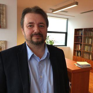 Cristian Pirvulescu compare le gouvernement roumain et son euroscepticisme à la situation en Hongrie.  [Cédric Guigon - RTS]