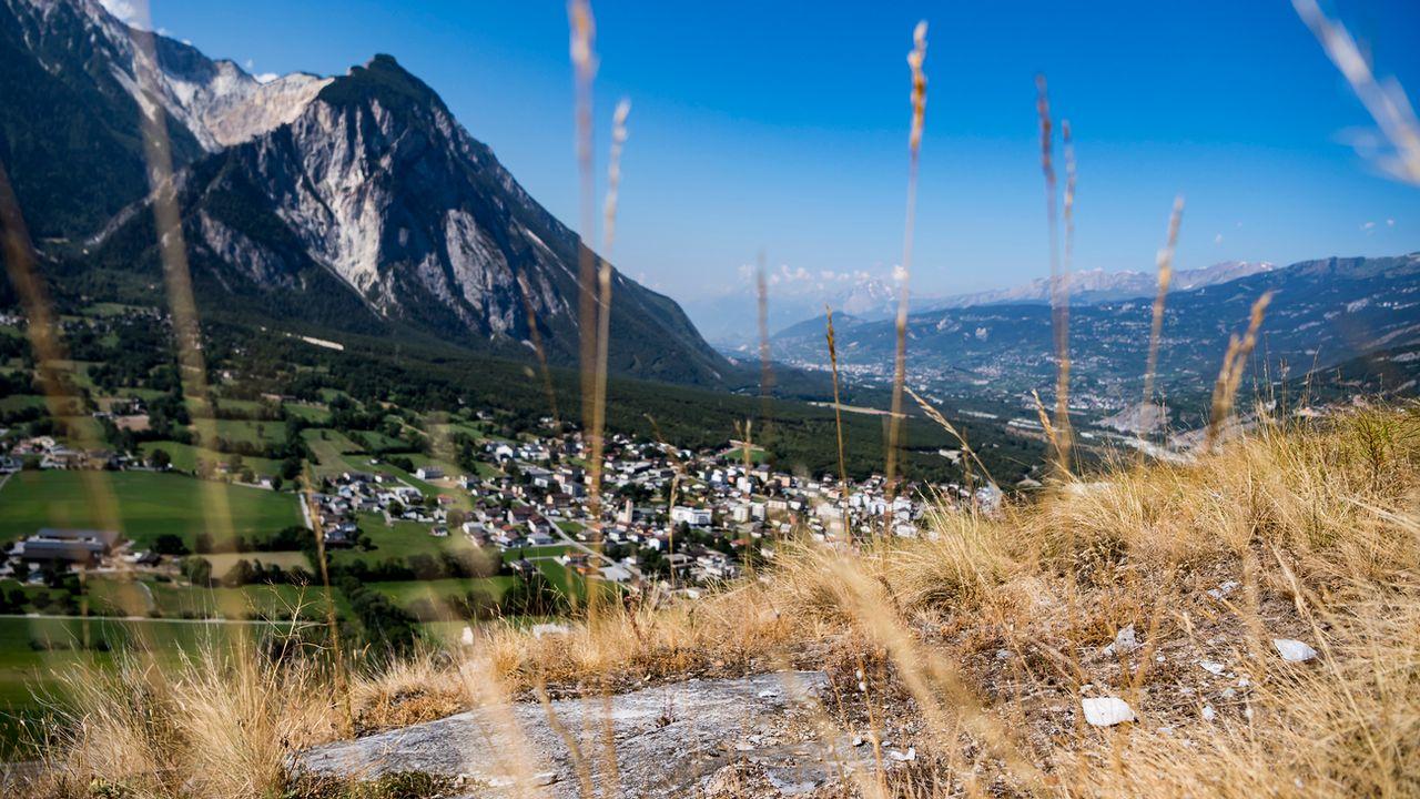 Une vue de la plaine du Rhône et du bois de Finges (image d'illustration). [Jean-Christophe Bott - Keystone]