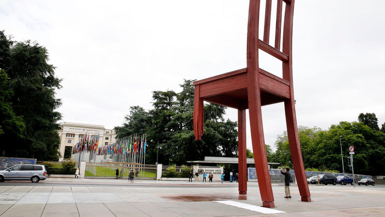 La Place des Nations devant le siège européen de l'ONU à Genève. [Magali Girardin - Keystone]
