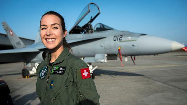 """La Vaudoise Fanny """"Shotty"""" Chollet est la première femme aux commandes d'un F/A-18 de l'armée suisse. [Laurent Gilliéron - Keystone]"""