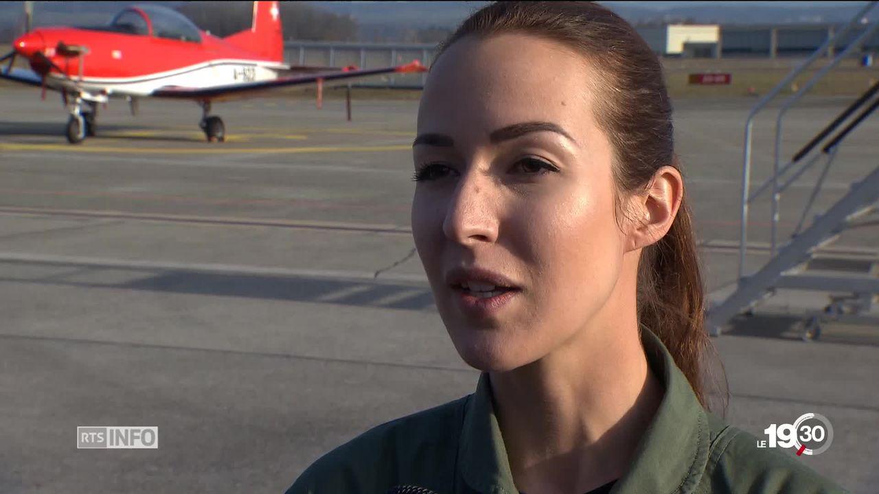 Peu de femmes occupent des postes-clé dans l'armée suisse. Rencontre avec la première pilote de chasse. [RTS]