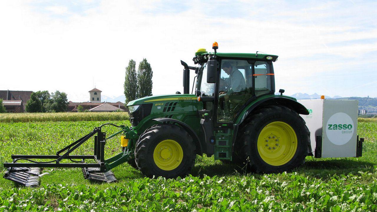 Le prototype de désherbage électrique a été testé sur un tracteur début juin à Biezwil. [Swiss No-Till]