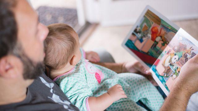 Comment négocier un congé paternité avec son employeur? [Picsea - Unsplash]
