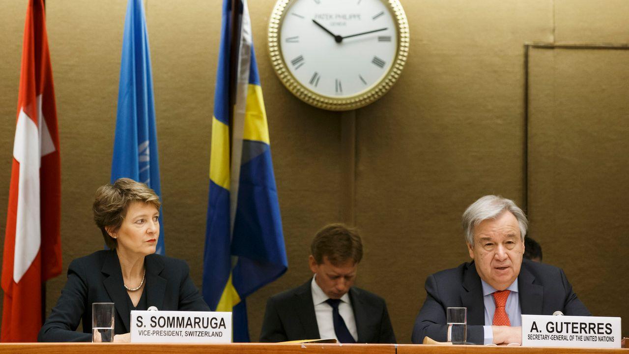 La conseillère fédérale Simonetta Sommaruga et le secrétaire général de l'ONU, Antonio Guterres, à l'ouverture de la conférence des donateurs pour le Yemen. [Salvatore Di Nolfi - Keystone]