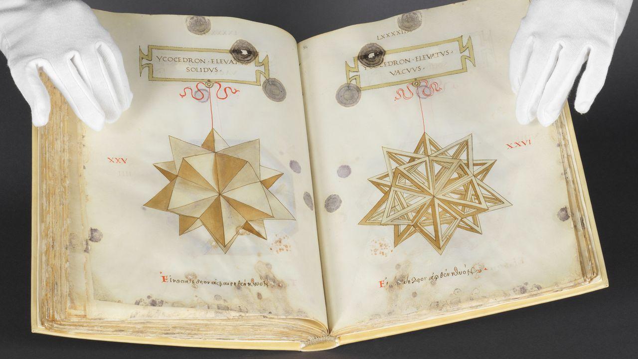 """Deux pages du """"De Divina Proportione"""", avec des illustrations attibuées à Léonard de Vinci. [Matthias Thomann - Bibliothèque de Genève]"""